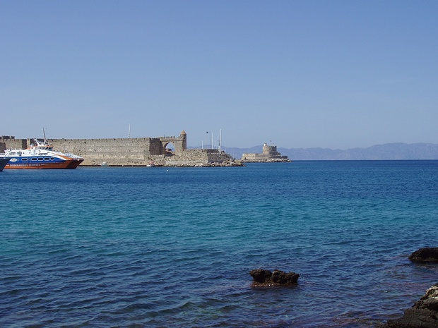 am Hafen, von hier sind Symi und Tilos mit dem Linienschiff erreichbar