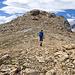 Fast oben. Der Gipfel hat ein kleiner Steinmann. Das höchste Punkt ist etwas links davon.