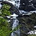 Wasserfälle oben an der Bergflanke