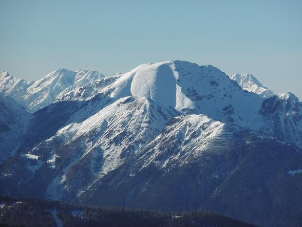 Saile im Zoom, dahinter Mieminger Berge