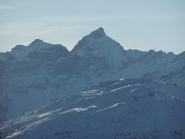 Pflerscher Tribulaun im Zoom, davor der von mir vor mehr als 30 Jahren bestiegene Gschnitzer Tribulaun