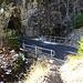 vor dem zweiten Tunnel, hier führt der Pfad hinauf, nicht markiert im Vordergund)