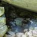 """""""Wohnzimmer"""" unter einem Felsbrocken"""