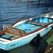 Ein blaues Boot am falschen See