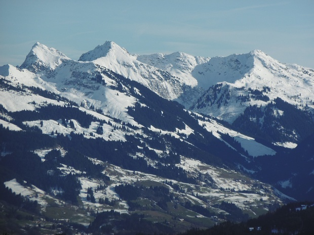 Kitzbüheler Berge im SO herangezoomt.