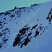 In der Bildmitte fand ich eine durchgehende, steile  Schneedecke.
