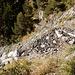 die Weganlage leidet gelegentlich unter den Witterungseinflüssen (links geht's senkrecht über die Felsen hinunter)