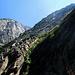 Die ersten sind bereits im Aufstieg des Klettersteiges.