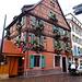 die Häuser der Altstadt sind fast alle weihnachtlich geschmückt