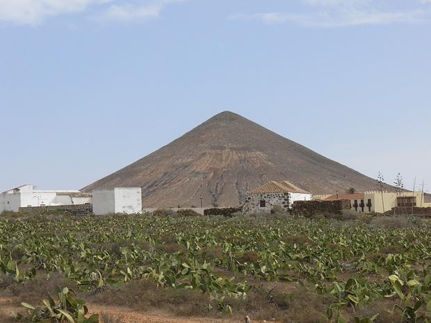 schöne Pyramide bei La Oliva