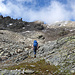 Etwas oberhalb 2600m geht es rechts feldhinein. Alles weitere unmarkiert. Der Gipfel befindet sich links außerhalb dem Bild.