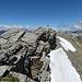 Der Gipfel befindet sich wenige Metern nördlich und ist nur mit ausgesetzten Kletterei zu erreichen.