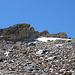 Schon wieder etwas abgestiegen. Auf der linken Gipfel waren wir. Rechts der Hauptgipfel mit Steinmann.