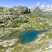 Einer der grössere Seen (2495m), hier in Tiefblick. Um dieser See zu erreichen sind wir nach links gequert bis wir eine geeignete Stelle fanden um abzusteigen.