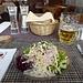 wohlverdiente Stärkung im Gasthaus Elmer in Matt