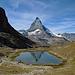 Das Matterhorn spiegelt sich im Riffelsee.