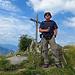 als ich oben auf dem Gipfel angekommen bin, steht mir ein Wanderer im weg, der die herrliche Aussicht auf dem Hochgerach geniesst