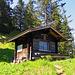 das ist eine voll eingerichtete öffentlich zugängliche Hütte (Chrüppel-Hütte) auf dem Weg zum Chrüppel und Heubüal.
