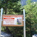 Warntafel vorm Einstieg des Klettersteiges.
