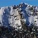 Rothorn / Rothore (2410,1m):<br /><br />Gezoomte Gipfelaussicht zur Hinderi Spillgerte (2475,8m), man sieht sogar die Markierungsstange auf dem höchsten Punkt. Dieser Berg wird wohl die erste Klettertour im kommenden Jahr!