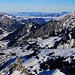 Rothorn / Rothore (2410,1m):<br /><br />Gipfelaussicht nach Norden in Richtung Diemtigtal und Berner Mittelland. Rechts am Horizont ist die nahezu gleich hohe Drunegalm / Drunengalm (2408,4m).