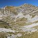 Im Aufstieg zwischen Dobri do und Zeleni vir - Rückblick über das Mliječni do zum Štit. Der nördliche (rechte) Gipfel ist 2.248 m hoch.