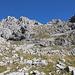 Im Aufstieg zwischen Dobri do und Zeleni vir - Blick hinauf zum Bobotov kuk.