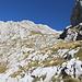 Im Aufstieg zwischen Zeleni vir und Velika previja - Durch die felsdurchsetzte Flanke. Rechts ist wiederum die Markierung zu erahnen.