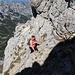 Im Aufstieg zum Bobotov kuk - Hier in der - aktuell mit Drahtseil gesicherten - Passage durch steiles Felsgelände kurz unterhalb des Gipfels.