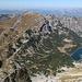 Bobotov kuk - Ausblick am Gipfel, u. a. zum vor zwei Tagen besuchten [tour127839 Prutaš]. Ganz rechts ist der höchste Berg von Bosnien und Herzegowina, Maglić, gerade noch zu erkennen.