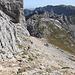 Im Abstieg vom Bobotov kuk - Südlich des Gipfelaufbaus geht's wieder hinunter zum Pass Velika previja. Von dort machen wir gleich noch einen kleinen Abstecher zum Lučin vrh.