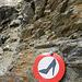 Für den Weiterweg zum Hohbalmgletscher von der Hütte aus herrschen strenge Kleidervorschriften