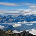 Die Berner Alpen stecken ihren Kopf in die Wolkendecke