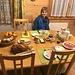 gediegenes, reichhaltiges - und frühes - Frühstück bei Wyssens