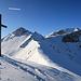 ein Kreuz auf dem Saraiserjoch, ab hier hören die Schneeschuh-Spuren auf, und es geht nur noch eine Skispur weiter.