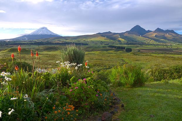 Links Cotopaxi, rechts Rumiñahui.
