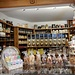 ein Bijou von einem Laden (und Kaffeerösterei): [https://www.schwarzenbach.ch/ Schwarzenbach Kolonialwaren]
