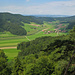 Tal oberhalb vom Bichelsee, die Anhöhe rechts ist der Burstel (819m)