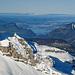 Der Blick zum Vierwaldstättersee offenbart einen interessanten Kontrast. In tiefen Lagen liegt kaum Schnee.