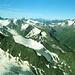 Gipfelblick S bis SW. In der Ferne die Ortleralpen und rechts die Bernina