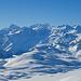 Rechts zeigen sich schon das Rosenhorn, Mittelhorn und Wetterhorn, sowie ein kleiner Spitz vom Eiger