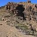 Dicht in Richtung Sombrero-Gipfel vom namenlosen Sattel P.2406m. Der Aufstieg ist viel einfacher als es ausschaut. Oberhalb des Sattels trafen wir wieder auf Steinmännchen und ein Weglein. Dieses leitet im grossen Linksbogen zu den obersten Gipfelfelsen.