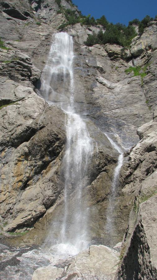 Ein Bild, das Rock, Natur, draußen, felsig enthält.  Automatisch generierte Beschreibung