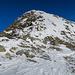 Im Guspissattel mit Blick zum Pizzo Centrale Südgrat. Die beiden anderen Tourengeher haben den Aufstieg schon begonnen.