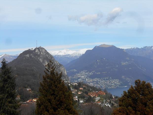 In alto sul Parco San Grato, classica foto panoramica su Lugano, San Salvatore & co.