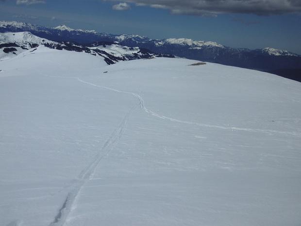 Blick über das Gipfelplateau des Steinbergsteins in nördliche Richtung (leider habe ich die Kamera nicht waagrecht gehalten)