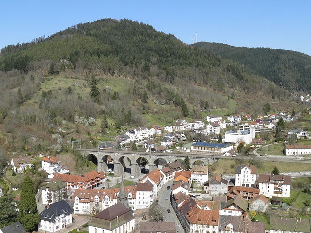 Hornberg mit Eisenbahnviadukt