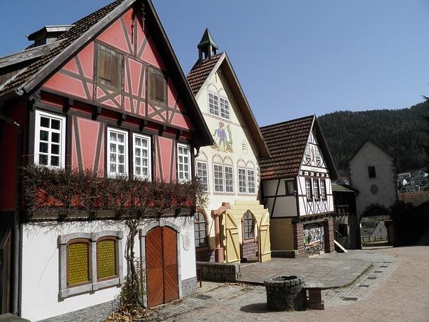 hier werden historische Freilichtspiele abgehalten, die Geschichte vom Hornberger Schiessen ist allgemein bekannt