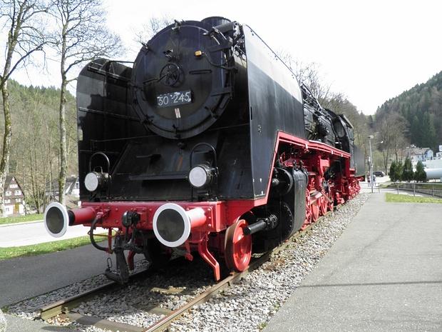 etwas für den Eisenbahnfreund( am Bahnhof Triberg)