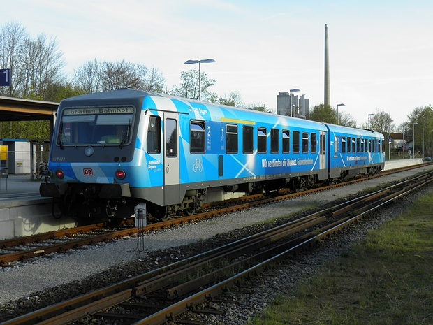 """der früher """"Filzen-Express"""" genannte Zug zwischen Grafing Bf und Wasserburg Bf."""